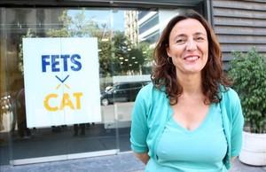 Mercè Conesa, alcaldesa de Sant Cugat del Vallès y presidenta de la Diputación de Barcelona, frente a la sede de la antigua CDC.
