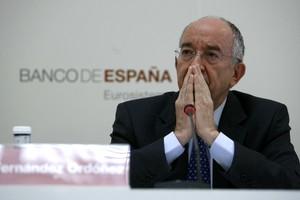 Miguel Ángel Fernández Ordoñez durante una rueda de prensa.