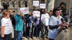 Montse, víctimadel violador de Martorell, en la concentración ante la Audiencia de Barcelona.