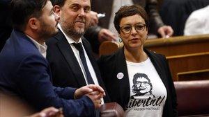 Montserrat Bassa, junto a Oriol Junqueras y Gabriel Rufián, en el Congreso.
