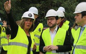 Núria Marín y Pere Aragonès durante su visita a las obras del nuevo CAP este miércoles