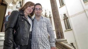 Yolanda Martínez con su hijo Nil Taher, de 24 años y participante en el proyecto Down Alzheimer Barcelona Neuroimaging Initiative (DABNI), impulsado por la Obra Social la Caixa y el hospital barcelonés de Sant Pau.