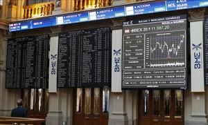 Paneles informativos de la Bolsa de Madrid, con los valores del Ibex.