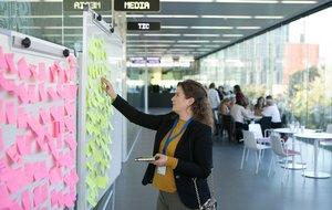 Participante del Programa Lidera en una de las actividades de 'networking'.