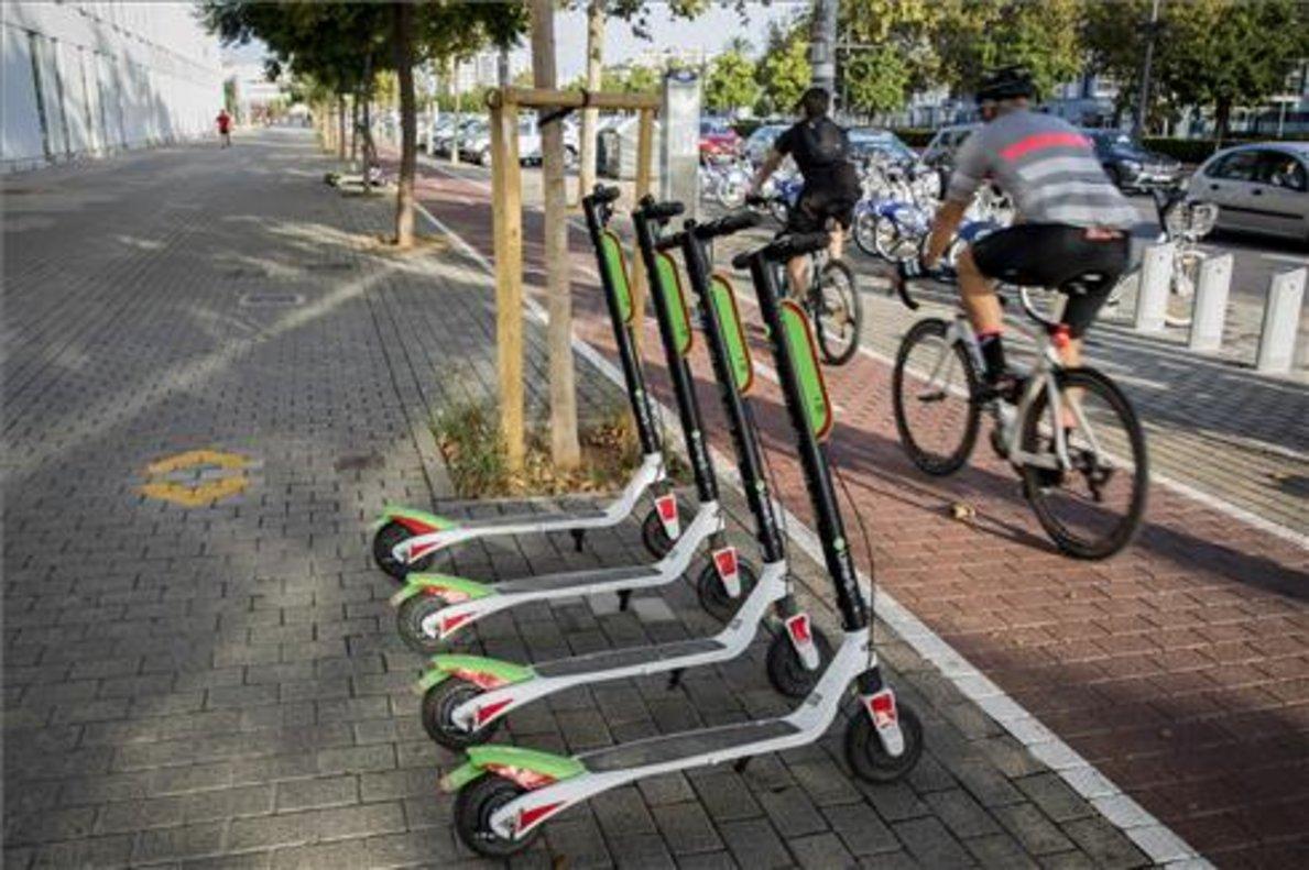 El Ayuntamiento de Madrid ha prohibido la circulación de los patines eléctricos por aceras y ciclocarriles.