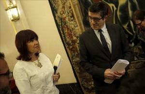 Patxi López y Micaela Navarro, en los pasillos del Congreso, antes de la reunión de la Mesa.