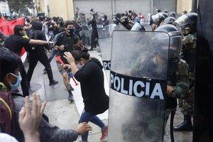 Enfrentamientos en protestas sociales en Perú.