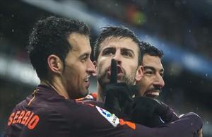 Piqué manda callar al público del RCDE Stadium tras marcar el gol del empate el pasado día 4.