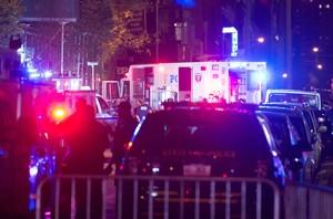Policías y equipos de emergencia, en el lugar de la explosión, en la calle 23 con la Sexta Avenida, en el barrio de Chelsea (Nueva York).