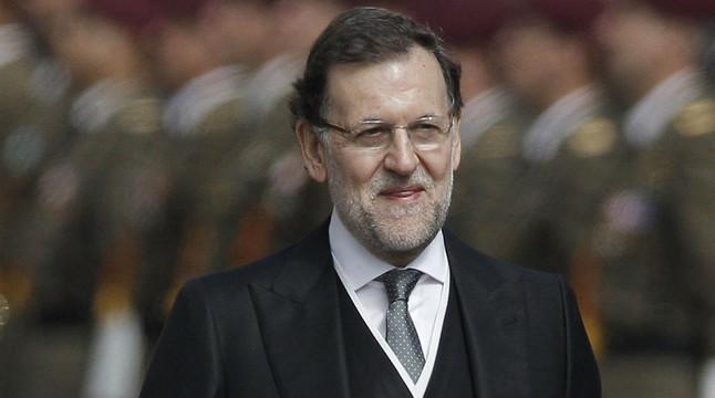 El president del Govern, Mariano Rajoy, segueix la comitiva dels nous Reis, després de la proclamació de Felip VI, aquest dijous.