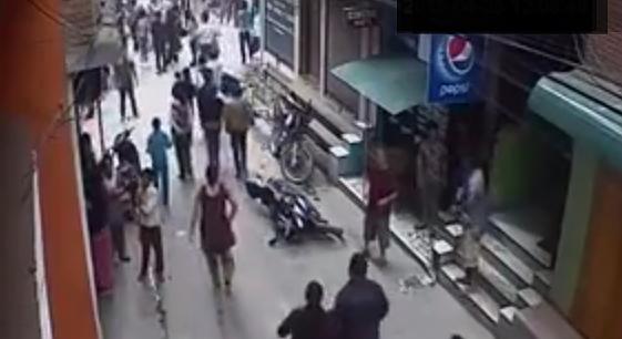 El primer vídeo del terremoto en Nepal este 12 de mayo.