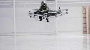 Prototipo de moto voladora desarrollado por la empresa rusa Kalashnikov.