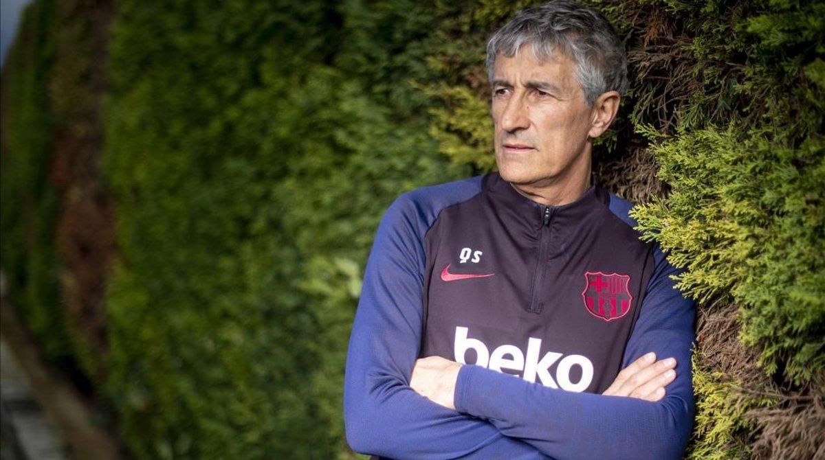 Quique Setién, tras la entrevista, en la Ciutat Esportiva Joan Gamper.