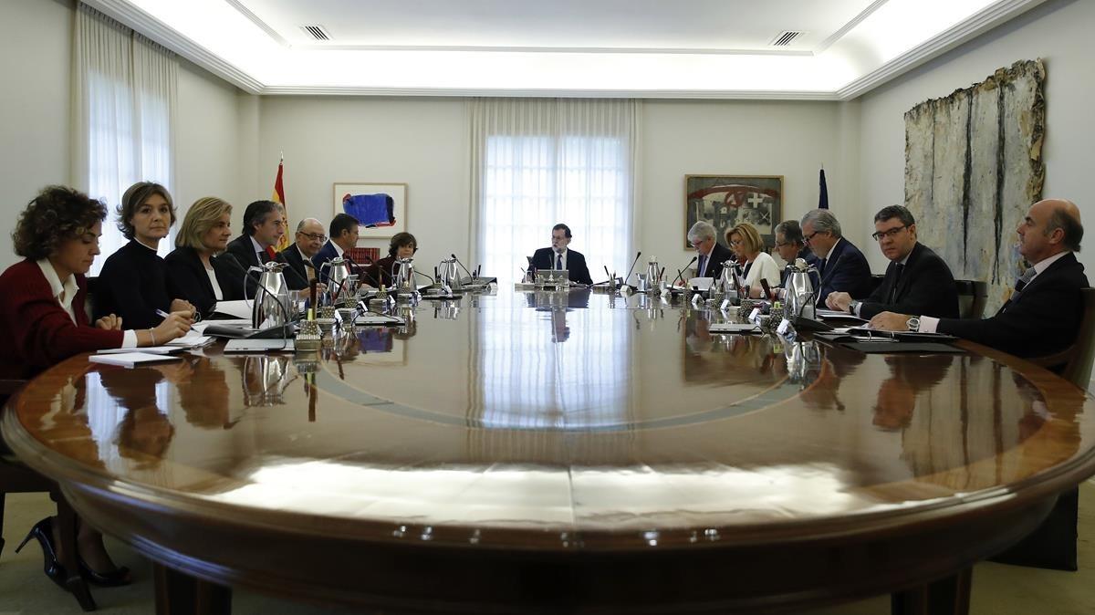 Reunión extraordinaria del Consejo de Ministros para aprobar cómo se aplicará el artículo 155 de la Constitución, este sábado.