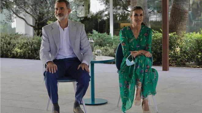 Els Reis obren la seva visita a Mallorca reunint-se amb empresaris i sindicats