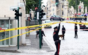 La Policía de Roma reliza un operativo de seguridad.