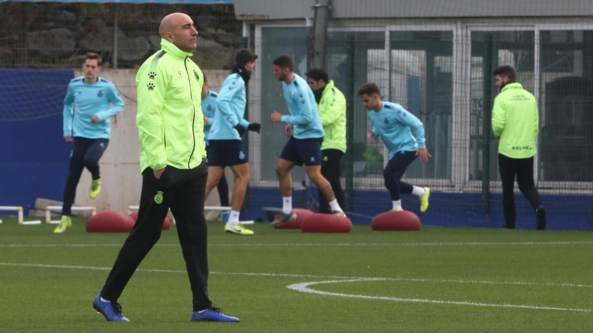 Abelardo, en un entrenamiento del Espanyol en Sant Adrià.