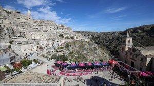 Imagen de la ciudad de Matera con el Giro al fondo.