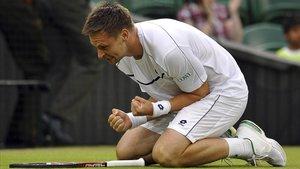 Söderling celebra un triunfo en Wimbledon en el 2011.