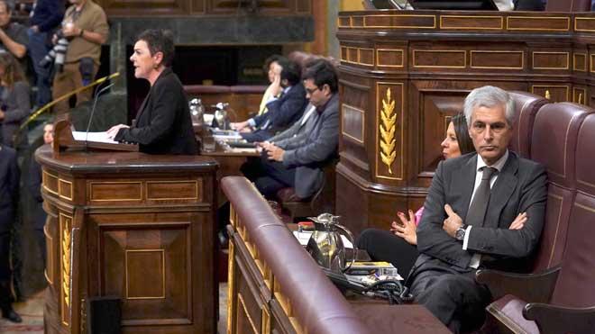 Suárez Illana explica por qué ha dado la espalda a la portavoz de Bildu.
