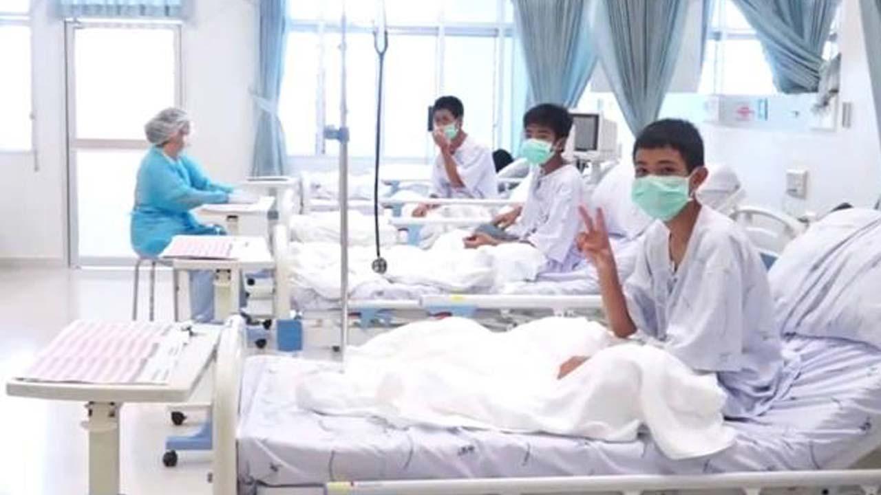 Tailandia difunde las primeras imágenes de los niños en el hospital