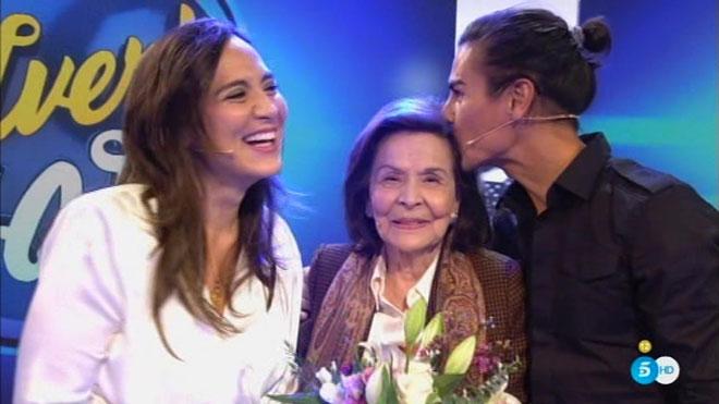 Tamara y Julio José, con su abuela (T-5).