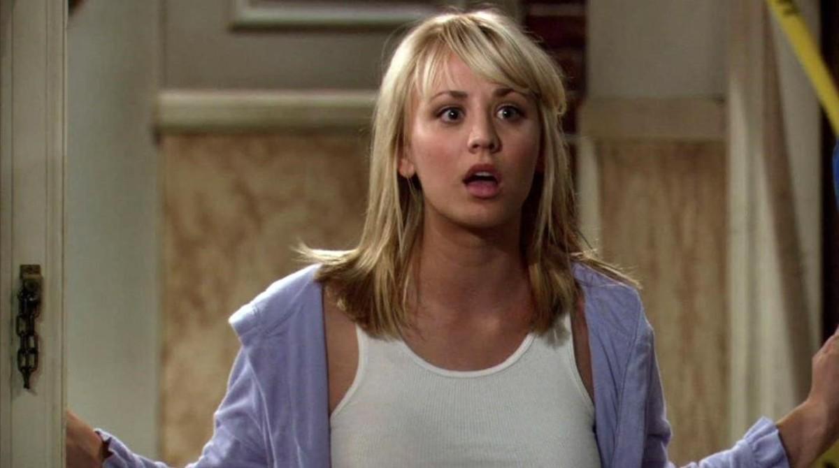 Kaley Cuoco, en el panel 'Peeny'en la serie de 'The Big Band Theory'.