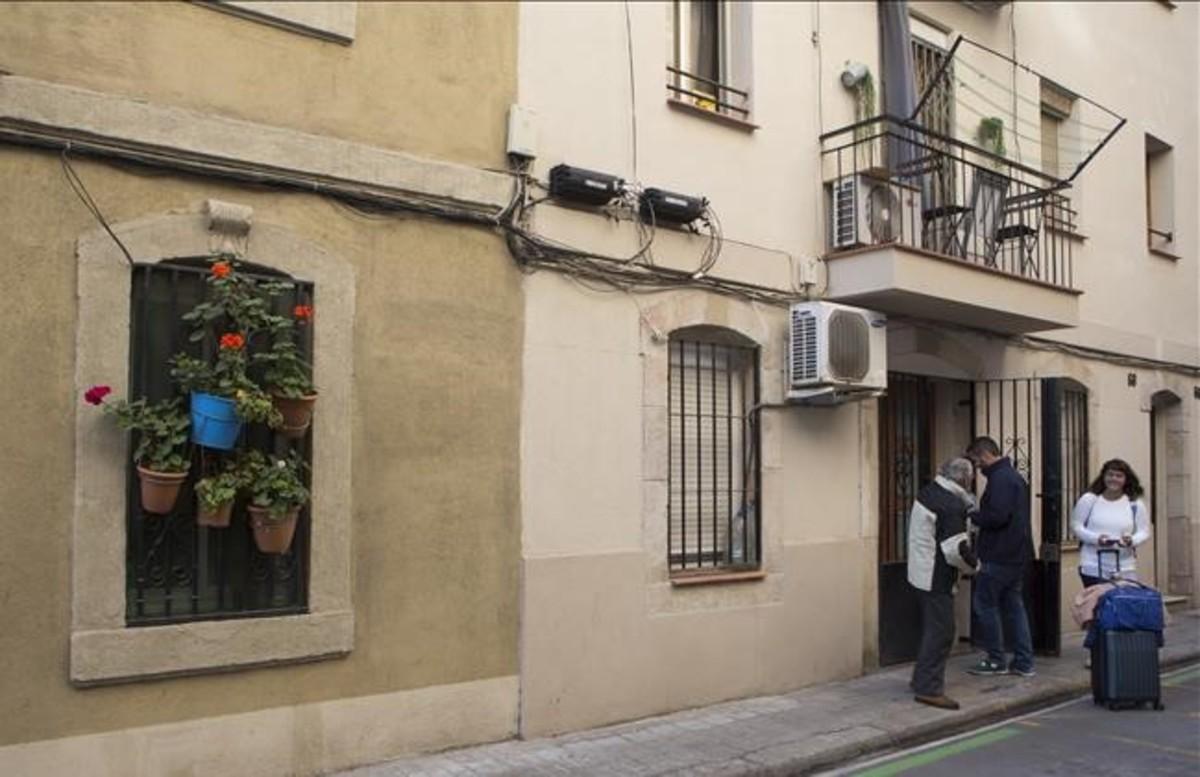 Turistas alojados en el barrio de la Barceloneta.