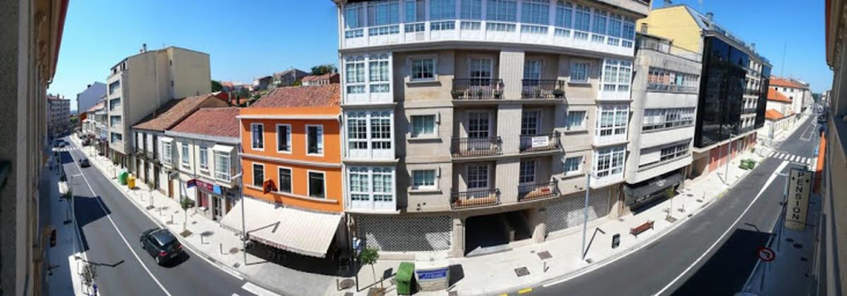 Una calle del municipio de Arzúa.