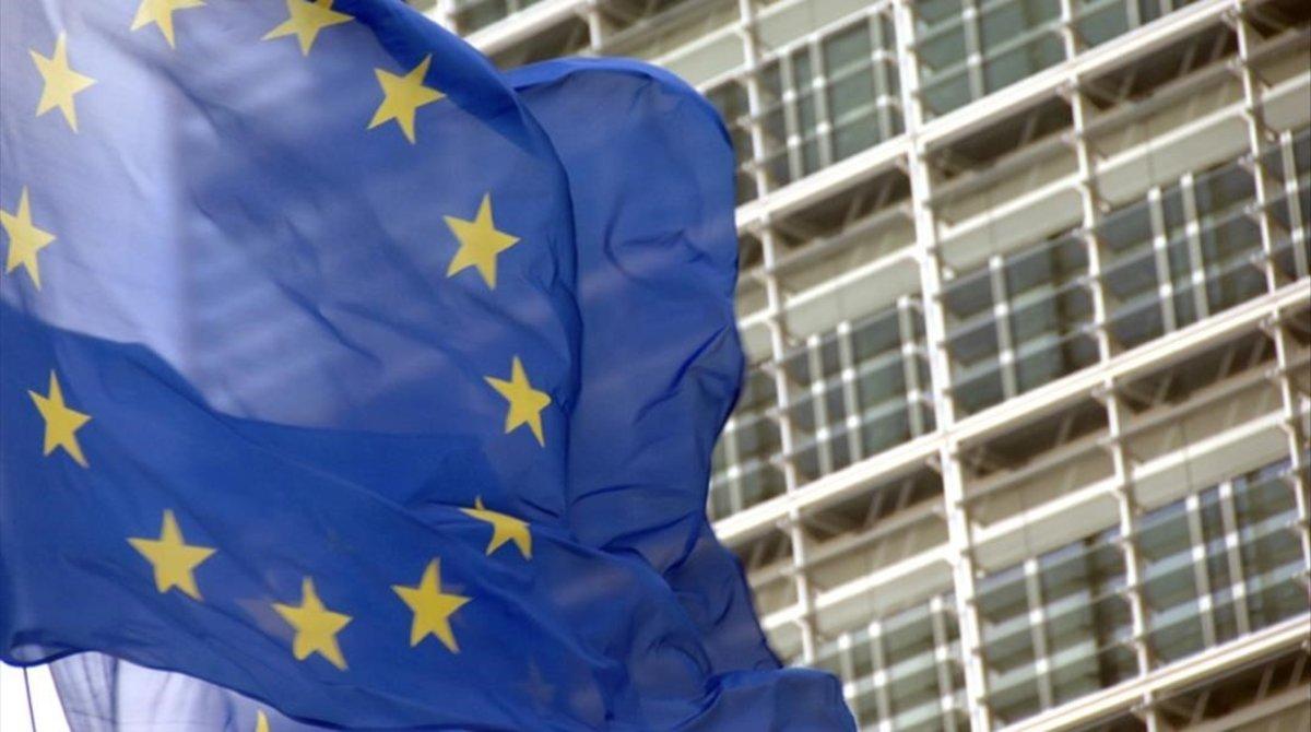 PSOE y PP hilan un acuerdo de mínimos sobre la UE en la comisión de reconstrucción