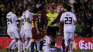 Undiano Mallenco en la polémica final de Copa del Rey (2011) entre Barça y Madrid en Mestalla.