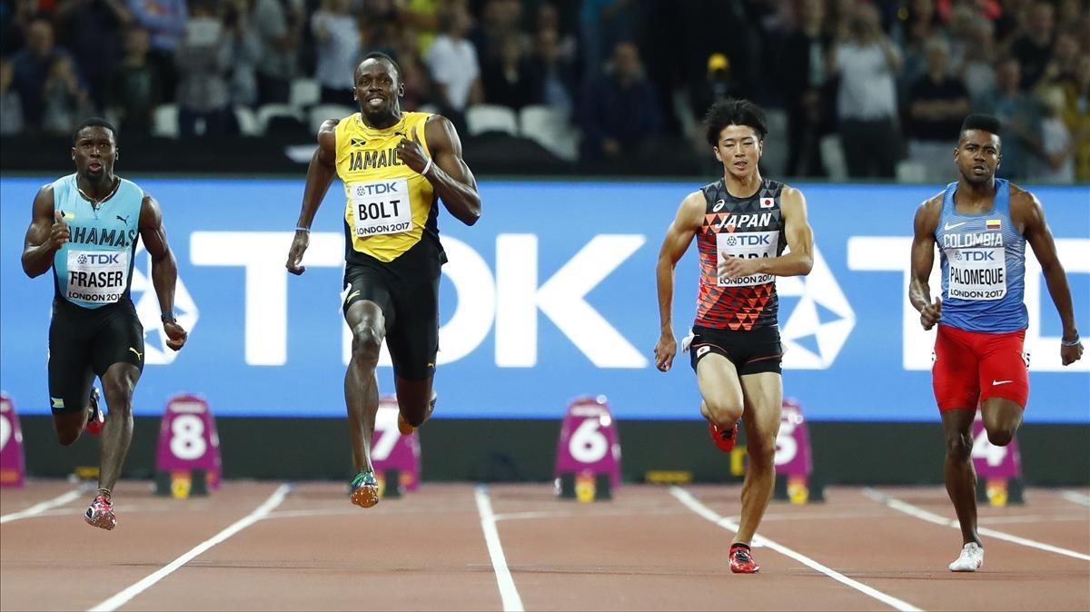 Usain Bolt sonríe al ganar la carrera de 100 metros, donde este sábado buscará otra medalla de oro.