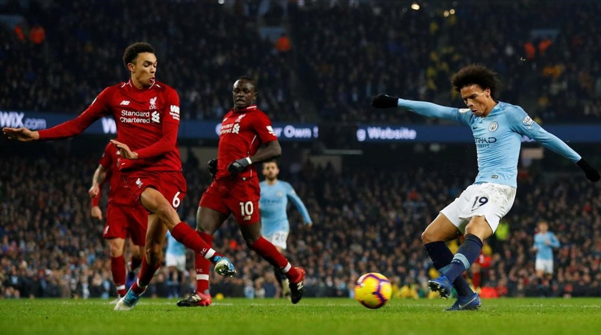 Van Dijk y Sané representando el duelo entre el Liverpool y el City en la última jornada.