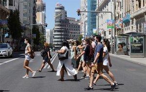Personas con mascarillasen Madrid.