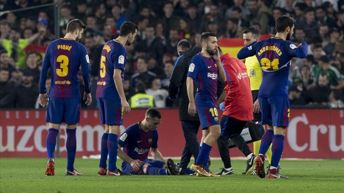Vermaelen se lamenta de su lesión muscular en el Benito Villamarín.