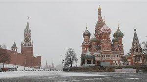 Vista de la plaza Rojasin gente por el confinamiento decretado en la capital rusa, este martes.