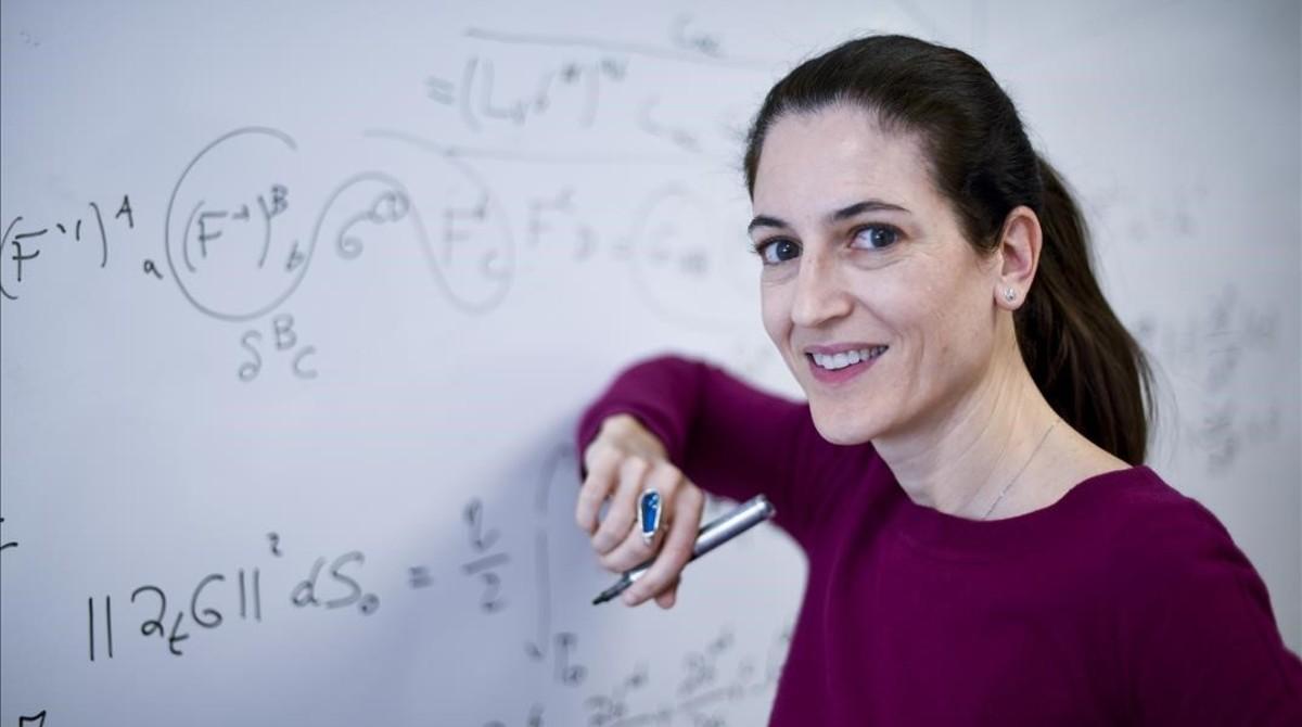 Irene Arias, ingeniera de caminos e investigadora en metamateriales en la UPC.