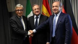 El consejero delegadodeAltantia, Giovanni Castellucci; el presidentede ACS, Florentino Pérez y el de Hochtief, Marcelino Fernandez.