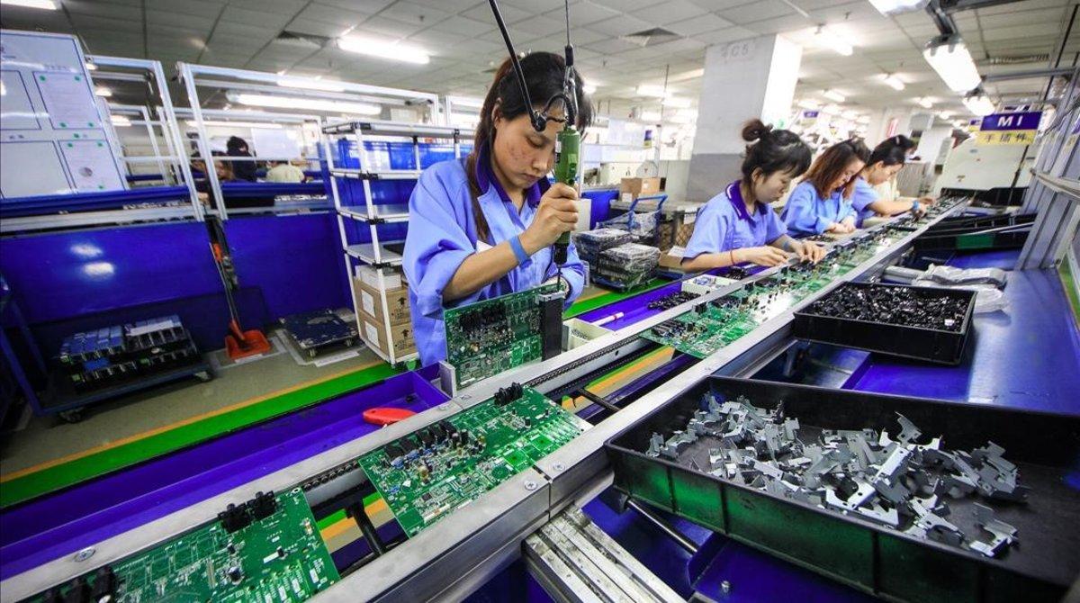 Una fábrica de componentes electrónicos en Tianjin, China.