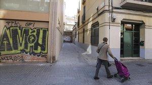 La calle de Cadaqués, en Sants, sin ningún encanto que te pueda recordar el pueblo del Alt Empordà.