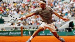 Federer torna amb victòria abans del debut de Nadal i Djokovic