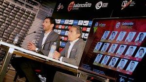 El presidente de la FEB, Jorge Garbajosa, y el seleccionador Sergio Scariolo, el martes, en la presentación delos jugadores convocados para la Copa del Mundo de China 2019.