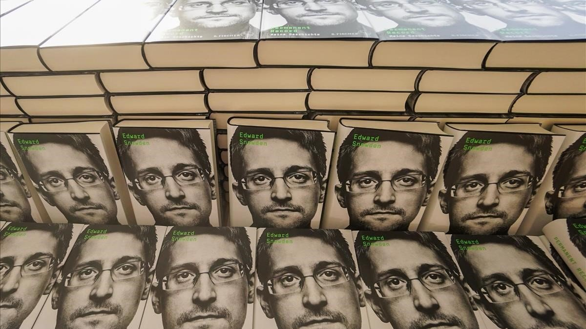 Ejemplares de las memorias de Snowden en Berlín.