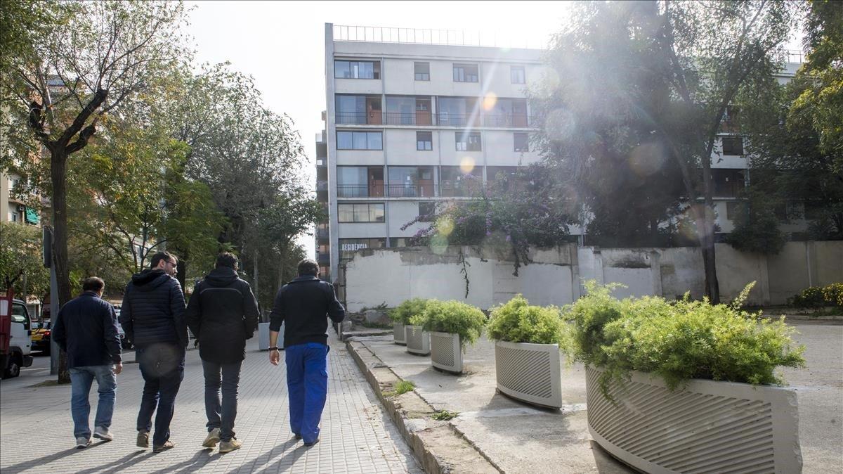 Ala del edificio Bloc en el distrito de Sant Andreu propiedad de la Generalitatdonde seran realojados 35 adolescentes migrantes solos.