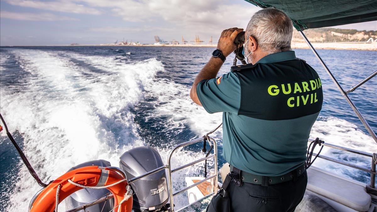El capitán del servicio marítimo en Barcelona, el capitán Julián Martínez.