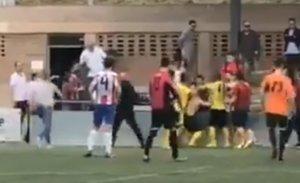 VÍDEO | Batalla campal en un partit de Segona Divisió Catalana