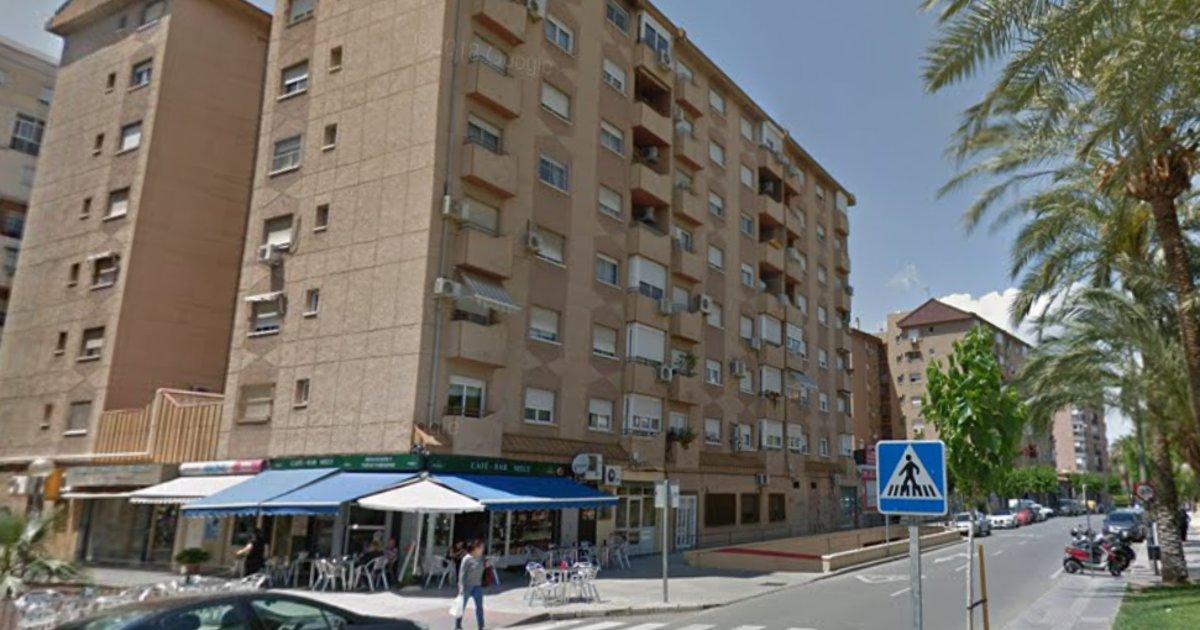 Mujer se lanza del sexto piso con su hijo de 4 años