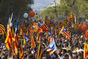 Senyeres y estelades en la histórica manifestación de la Diada del 2012.