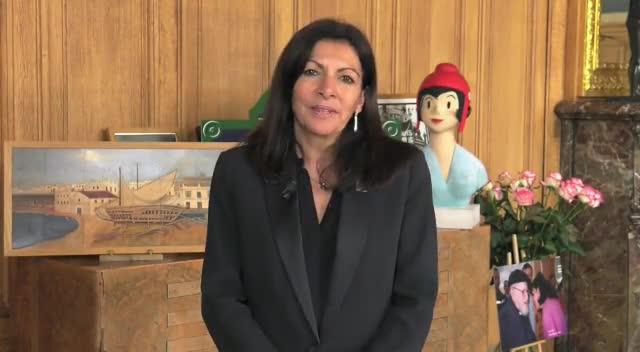Vídeo de lalcaldessa de París, Anne Hidalgo, recolzant Pedro Sánchez.