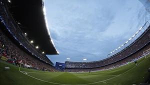 El estadio Vicente Calderón acoge su último partido oficial con la final de la Copa del Rey entre el Barça y el Alavés